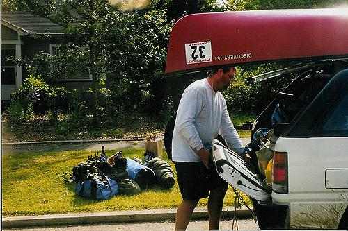キャンプ道具を車に載せる