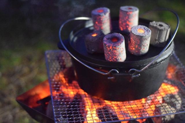 ダッチオーブンで調理