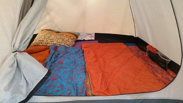 テントの中の寝袋