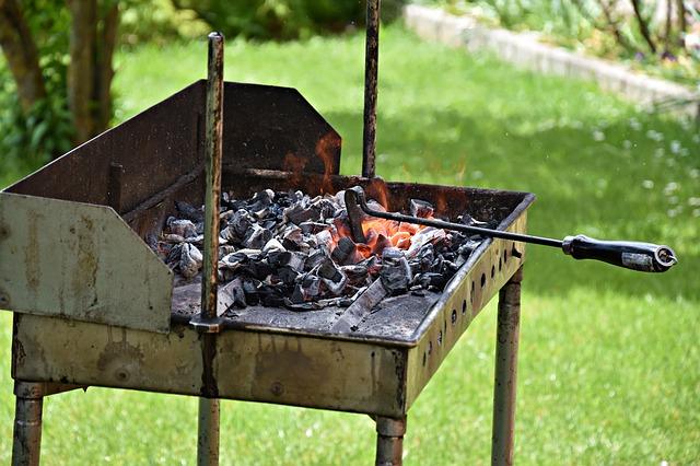 BBQで燃える炭