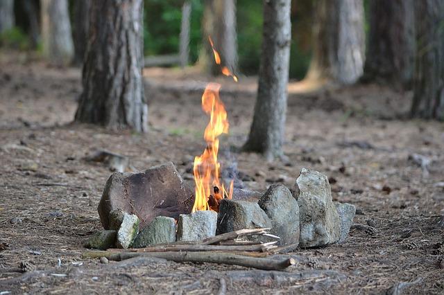 自然の中で焚き火