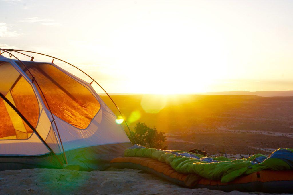 夕暮れとテント