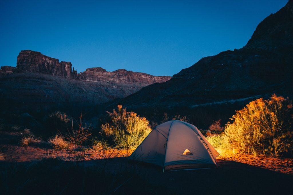 夜の風景とテント