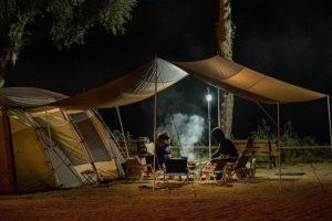 夜のキャンプ風景