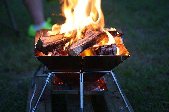 燃えてる炭